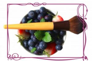 фрукты и кисть