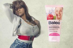 сексуальная девушка с эксфолиантом Balea