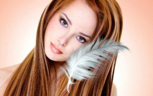 девушка с белым перышком
